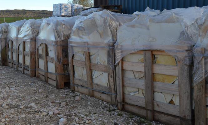 Solnhofeni kő akció 5-7 mm-es vastagságban 1900 Ft/m2-es áron! Ideális, költségkímélő megoldás családi házak lábazataihoz, kerítésekhez. Beltéri díszburkolatként is közkedvelt, ideális megoldás.